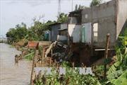 Xuất hiện vết nứt dài 120 mét, di dời khẩn cấp 15 nhà dân ở An Giang