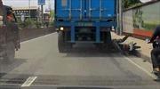 Bánh xe container lăn qua đầu, tài xế thoát chết thần kỳ