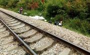 Cố vượt đường ray, 2 người bị tàu hỏa đâm tử vong tại chỗ