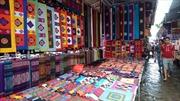 Rực rỡ sắc màu thổ cẩm chợ phiên Bắc Hà