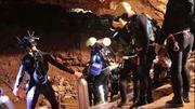 Thợ lặn vào hang, bắt đầu chiến dịch giải cứu đội bóng Thái Lan