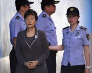 Cựu Tổng thống Hàn Quốc Park Geun-hye nhận án 8 năm tù giam