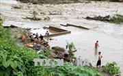 Áp thấp giữa Biển Đông gây mưa rào và gió giật mạnh cấp 8