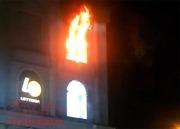 Cháy tại trung tâm thương mại Diamond Plaza, nhiều người hốt hoảng tháo chạy