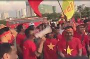 CĐV Hải Phòng gây ấn tượng mạnh bên ngoài sân vận động Mỹ Đình