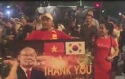 Clip người hâm mộ Thủ đô xuống đường ăn mừng chiến thắng