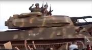 Sư đoàn thiết giáp Syria rầm rập tiến về giải phóng Idlib, người dân hò reo bên đường