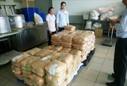 Công ty Kiều Giang xuất trình hóa đơn của 1.029 kg phụ gia bị niêm phong
