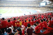 Cổ động viên Việt Nam 'nhuộm đỏ' sân Bukit Jalil