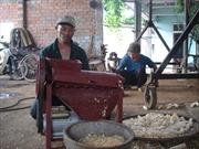 Người thợ sửa xe đạp sáng chế ra máy tách ngô, cắt sắn