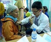 Quảng Ngãi: Khám bệnh, cấp phát thuốc và tặng quà miễn phí cho hơn 1.200 hộ nghèo