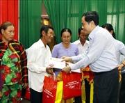 Chúc Tết, tặng quà các gia đình chính sách, hộ nghèo tại Cần Thơ