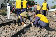 Tàu khách trật bánh khoảng 20cm, đường sắt Bắc - Nam tê liệt gần 5 tiếng