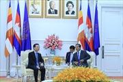 Thủ tướng Campuchia Hun Sen tiếp Bộ trưởng Thông tin và Truyền thông Nguyễn Mạnh Hùng