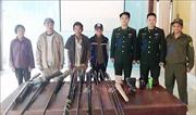 Người dân ở Minh Hoá tự nguyện giao nộp 13 súng tự chế