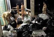 Nhảy xuống sông Tiền tẩu thoát, bỏ lại 21.000 gói thuốc lá nhập lậu