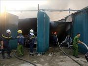 Đang cháy lớn tại xưởng linh kiện điện tử ở Nguyễn Xiển, Hà Nội