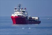 Italy cho phép tàu cứu hộ chở hàng trăm người cập cảng