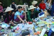 Độc đáo mô hình 'Biến rác thải thành thẻ BHYT' tại Nghệ An