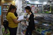 Sách giáo khoa 'cháy' hàng, phụ huynh chật vật tìm mua