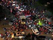 Cổ động viên ăn mừng chiến thắng ở các phố trung tâm Thủ đô