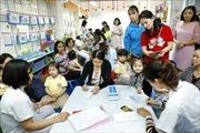 Dịch sởi chưa có dấu hiệu 'hạ nhiệt', Hà Nội rà soát tiêm vét vắc xin