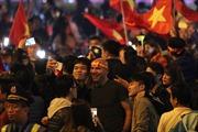 Cổ động viên ùa ra đường ăn mừng sau chiến thắng của đội tuyển Việt Nam