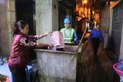 Những 'bóng hồng' thầm lặng làm sạch môi trường nội đô Hà Nội