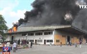 Cháy rụi hơn 3.000 m2 nhà xưởng  sản xuất nhựa ở Hưng Yên