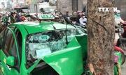 Taxi tông liên hoàn, 3 người bị thương, giao thông ùn tắc kéo dài