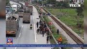 Xe tải đâm đoàn người đi viếng nghĩa trang ở Hải Dương, 8 người chết