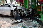 Nữ lái xe ô tô gây tai nạn liên hoàn trên phố Lò Đúc