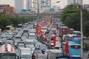 Người dân chen chân về quê nghỉ dịp lễ 30/4 và 1/5, tuyến phía Nam Thủ đô quá tải