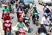 Người dân Hà Nội chống chọi với nắng nóng gay gắt