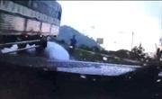 Đổ đèo nhanh, xe tải suýt gây tai nạn