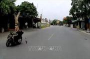 Chạy xe tốc độ cao đâm thẳng vào cảnh sát giao thông
