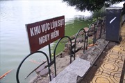 Làm rào, đặt biển cảnh báo khu bờ kè sạt lở ở Hồ Gươm
