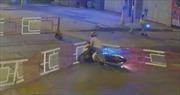 Thanh niên đi xe gắn máy đâm sập gác chắn, bị tàu hỏa cán tử vong
