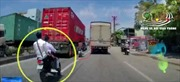 Dàn xe máy lạng lách nguy hiểm trên quốc lộ