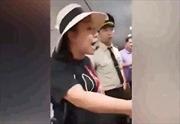 Đình chỉ công tác nữ công an lăng mạ nhân viên sân bay Tân Sơn Nhất