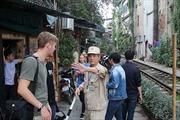 Hà Nội ra quân dẹp cà phê đường tàu đoạn phố Lê Duẩn