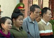 Mẹ nữ sinh giao gà và đồng phạm bị xét xử về tội buôn bán ma túy