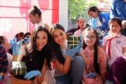 Hoa hậu Tiểu Vy gói bánh chưng tặng trẻ em vùng cao