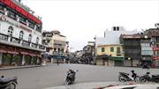 Phố phường Hà Nội vắng vẻ khi các cửa hàng tạm dừng kinh doanh