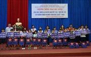 Tân Hiệp Phát trao tặng học bổng cho các hoàn cảnh khó khăn