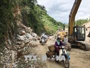 Khắc phục sạt lở đất đá và cây đổ trên Quốc lộ 6, đoạn qua Sơn La