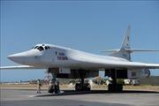 Máy bay ném bom chiến lược Tu-160 của Nga hạ cánh xuống Venezuela