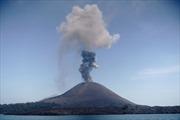 Indonesia chuyển hướng các chuyến bay do núi lửa Anak Krakatau hoạt động mạnh hơn
