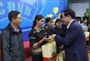 Phó Thủ tướng Vương Đình Huệ tặng quà Tết cho người lao động khó khăn tại Gia Lai