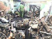 Tiệm sửa xe máy cháy rụi trong đêm